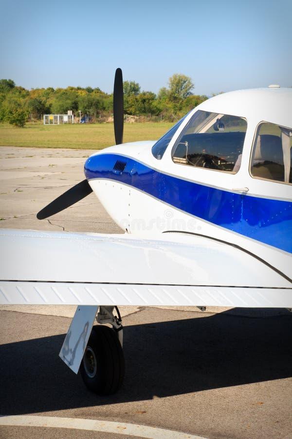 Avion d'air de propulseur sur la piste image libre de droits