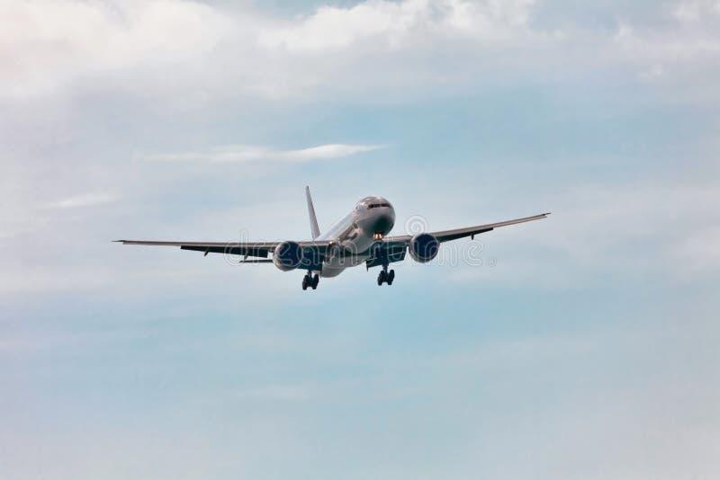 Avion d'air sur le fond de ciel photo stock