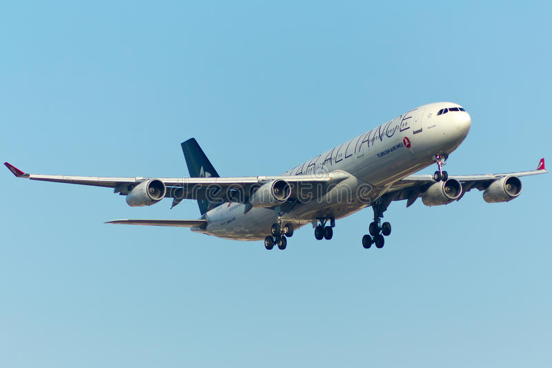 Avion d'Airbus A340 photo libre de droits