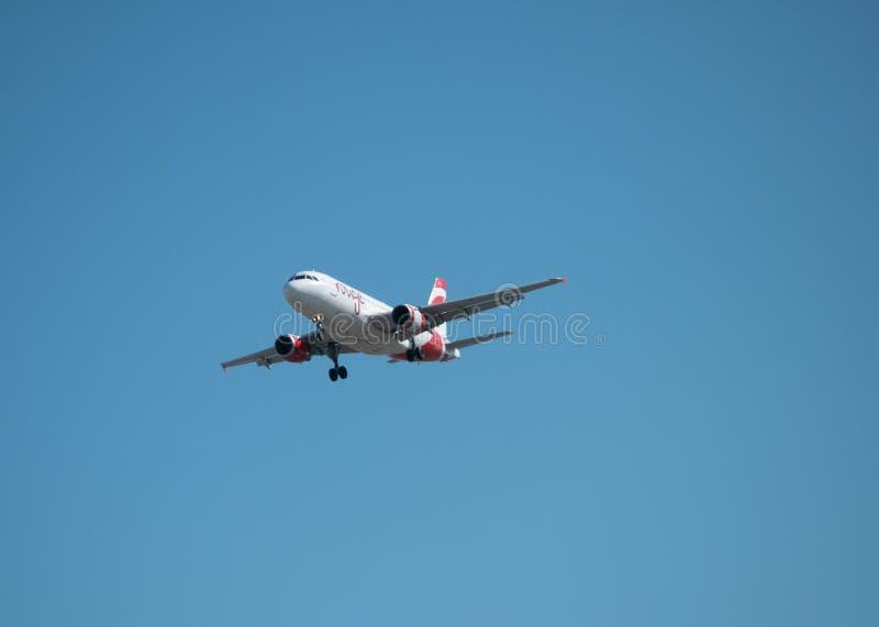 Avion d'Airbus de fard à joues d'Air Canada image libre de droits