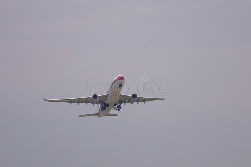 Avion d?collant de l'a?roport photographie stock