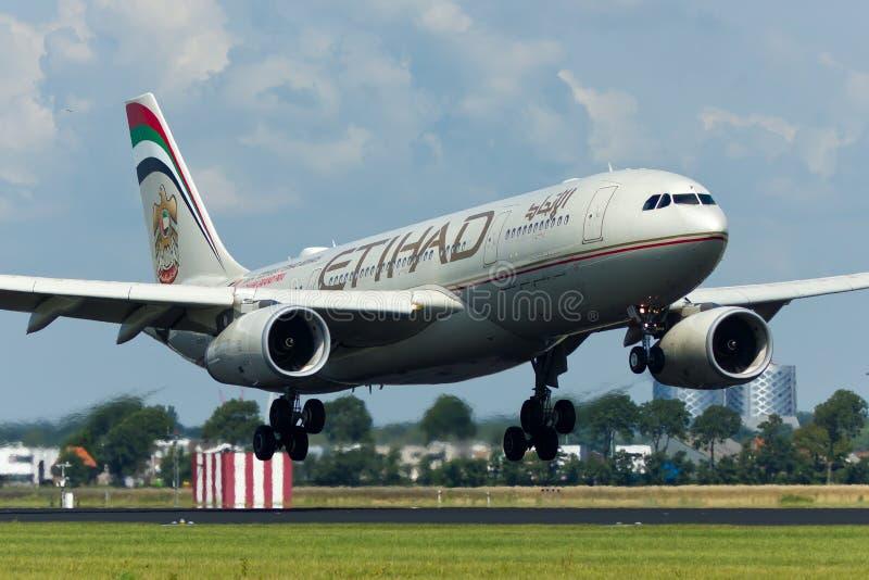 Avion d'Etihad Airways Airbus A330 image stock