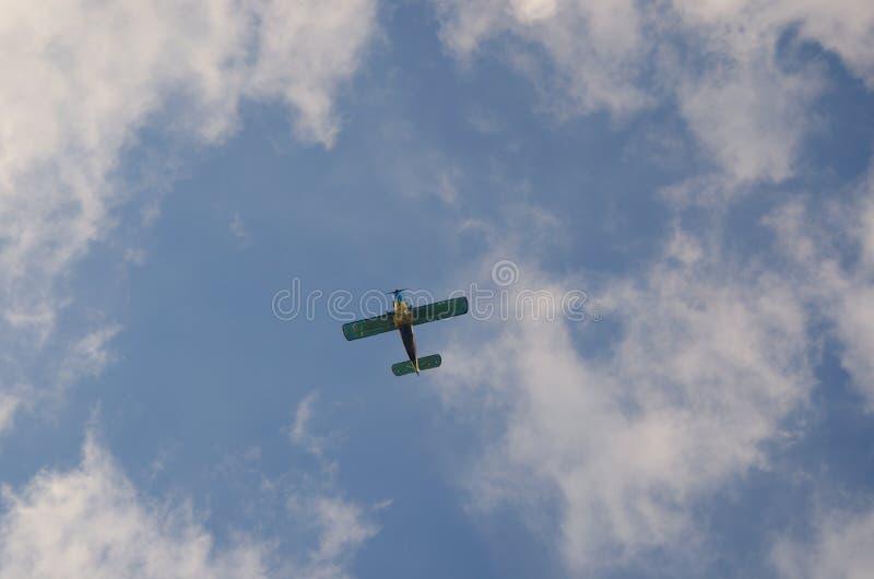 Avion dans les nuages photo libre de droits