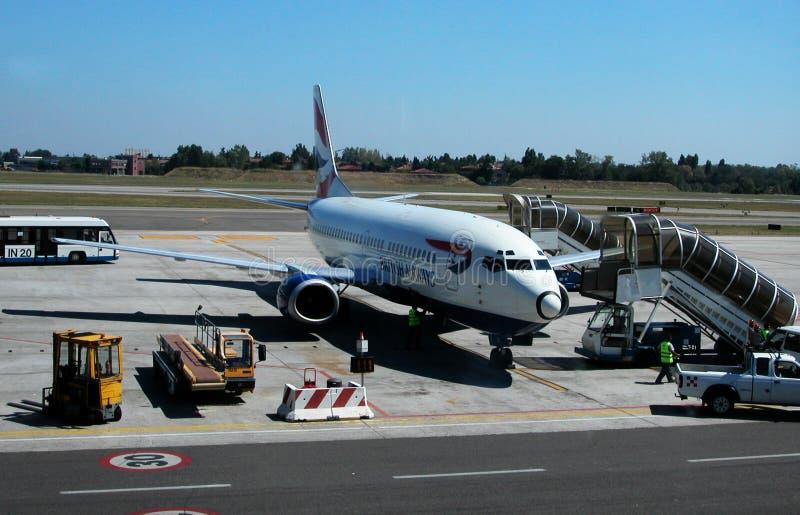 Avion de British Airways à l'aéroport de Marconi, Bologna, Italie images stock