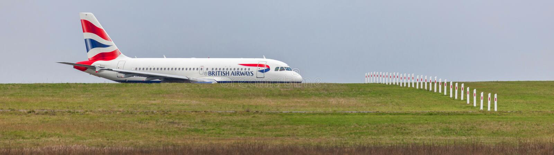 Avion de British airways sur la terre à l'aéroport Allemagne de Dusseldorf images libres de droits