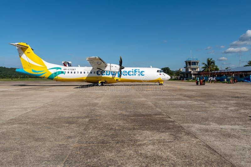Avion de Cebu Pacific prêt à décoller à l'aéroport de Busuanga, Palawan, Philippines, le 14 novembre 2018 photographie stock libre de droits