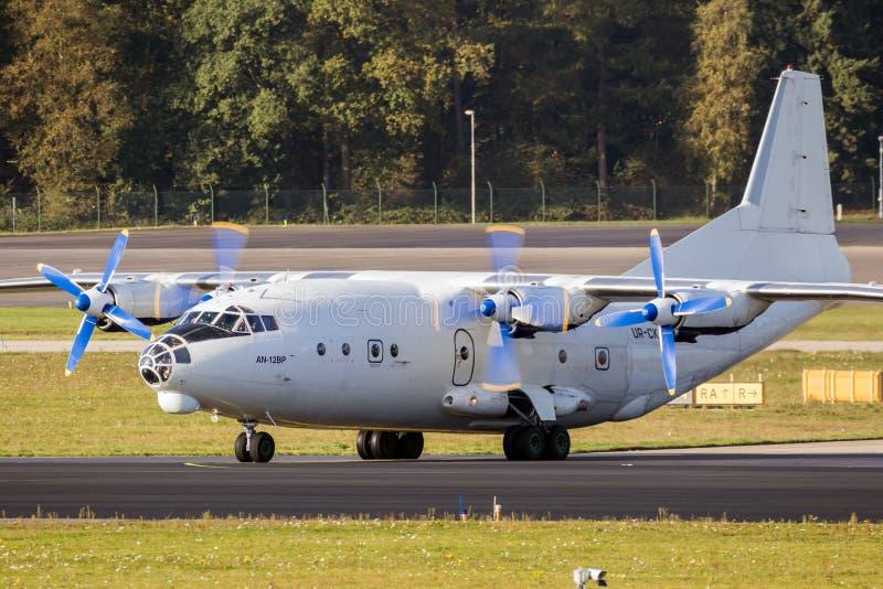 Avion de charge d'Antonov An-12 de Russe photo libre de droits
