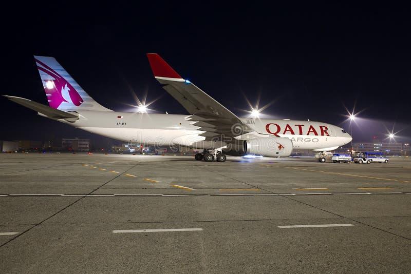 Avion de charge du Qatar photographie stock libre de droits