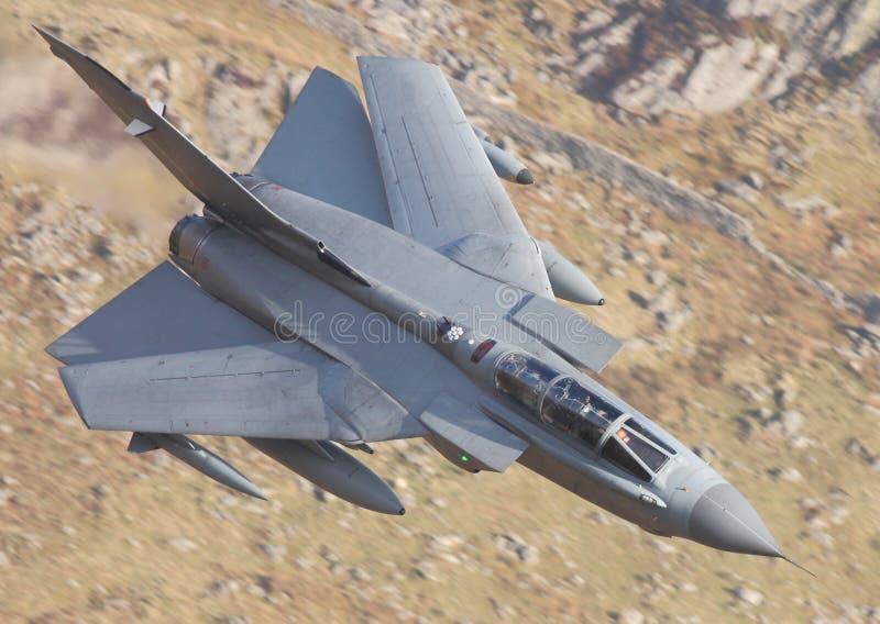 Avion de chasse balayé de tornade image stock