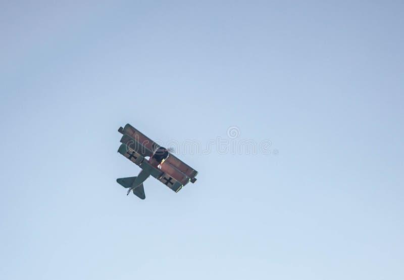 Avion de la première guerre mondiale en vol les avions ont eu une importance stratégique élevée dans la guerre maintenant périmé  photo stock
