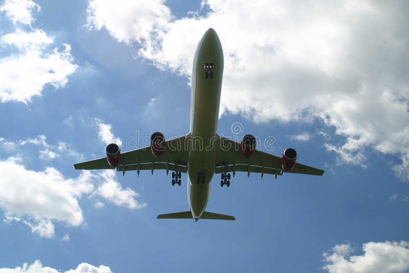 Avion de ligne d'atterrissage images libres de droits