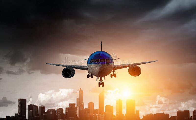 Avion de ligne en ciel Media mélangé photographie stock