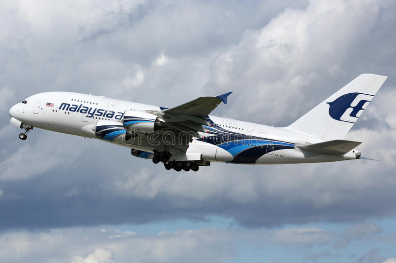 Avion de Malaysia Airlines Airbus A380 images stock