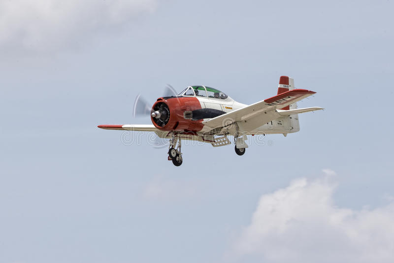 Avion de marine d'Etats-Unis avec train sorti images libres de droits