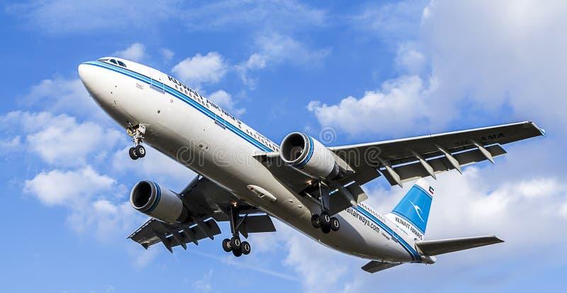 Avion de passagers de Kuwait Airways Airbus A300-600 photographie stock libre de droits