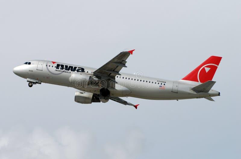 Avion de passagers de Northwest Airlines Airbus A-320 photo libre de droits