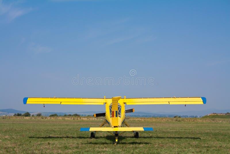 Avion de remorquage de planeur photo stock