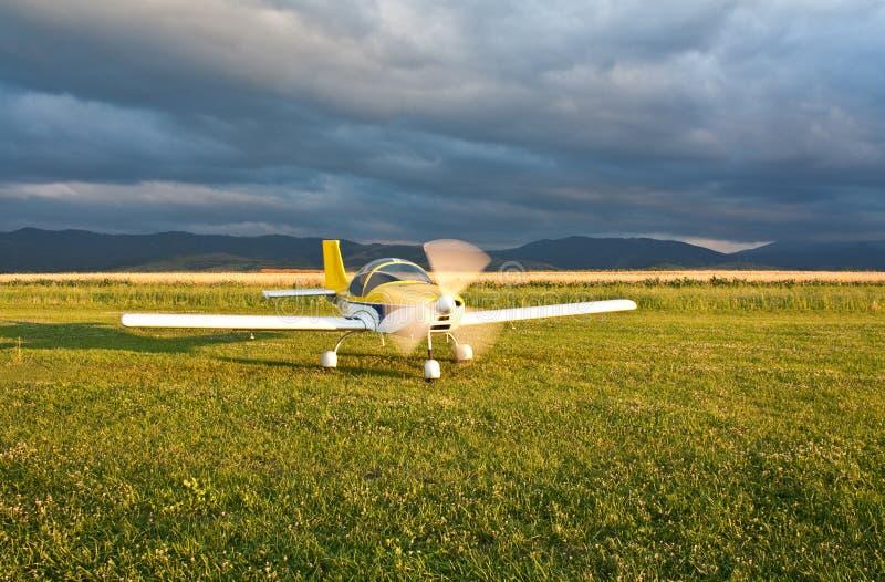 Avion de rotation de propulseur photographie stock libre de droits