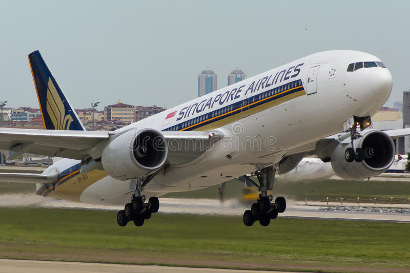 Avion de Singapore Airlines Boeing 777 image stock