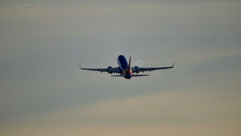 Avion de Southwest Airlines sur le décollage de piste photo libre de droits
