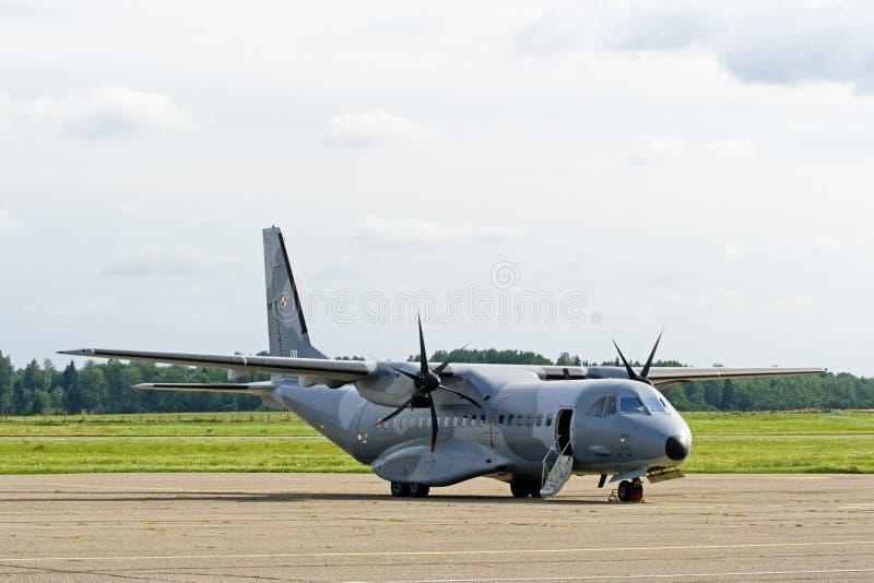 Avion de transport polonais de la MAISON C-295M de l'Armée de l'Air. photos stock