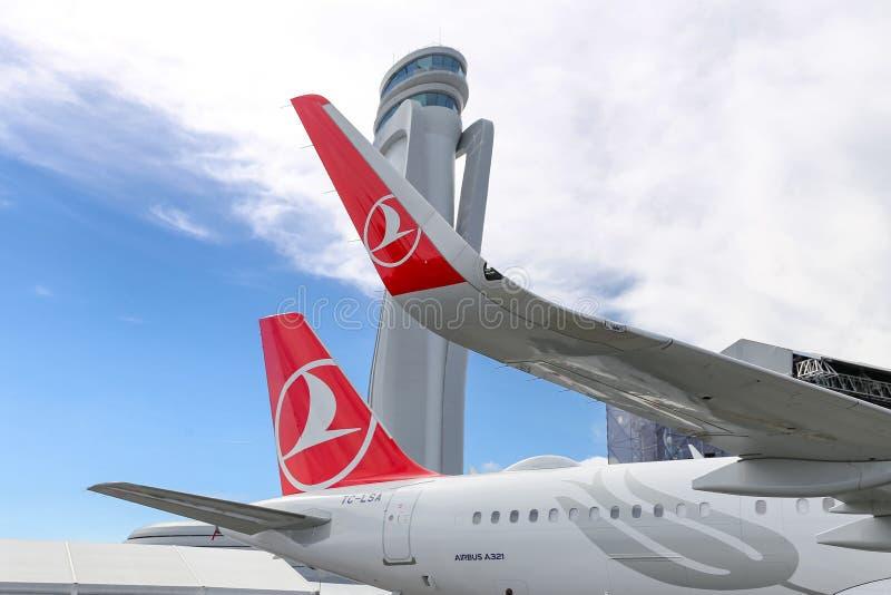Avion de Turkish Airlines dans le nouvel aéroport d'Istanbul photographie stock libre de droits