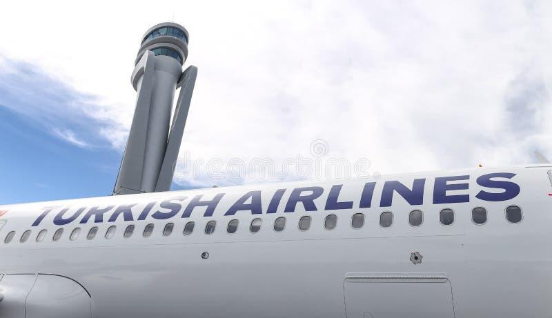 Avion de Turkish Airlines dans le nouvel aéroport d'Istanbul photos libres de droits