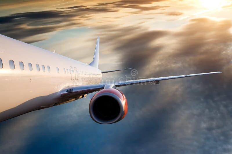 Avion en ciel photographie stock libre de droits