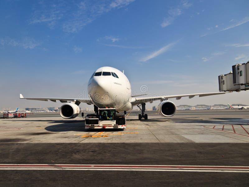 Avion ? l'a?roport de Duba images libres de droits