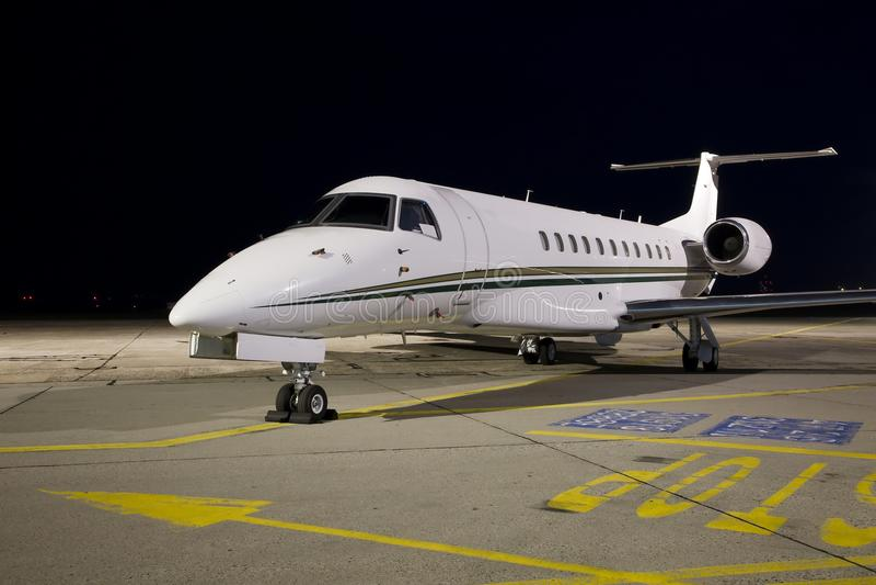 Avion la nuit image stock
