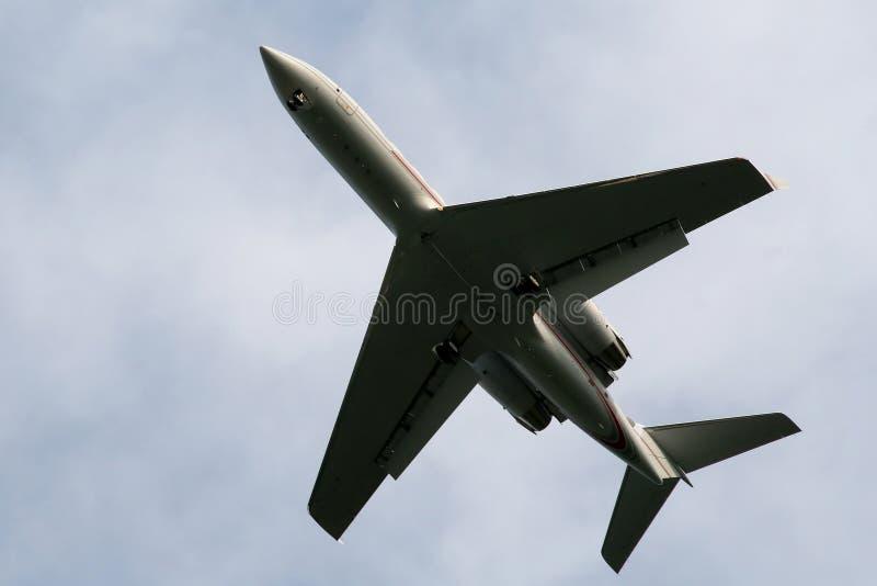 Avion pendant le décollage photo stock