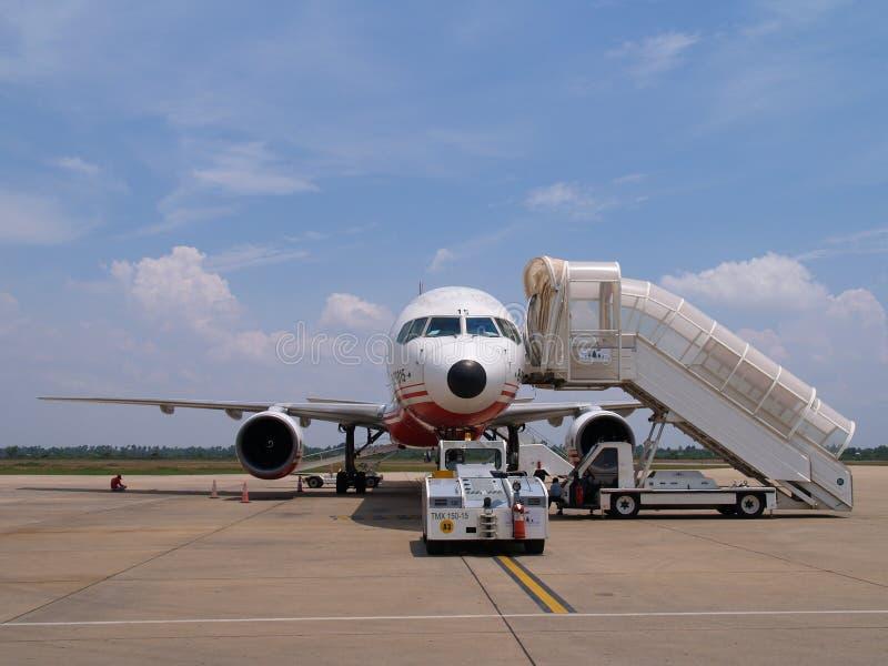 Avion prêt pour l'embarquement images stock