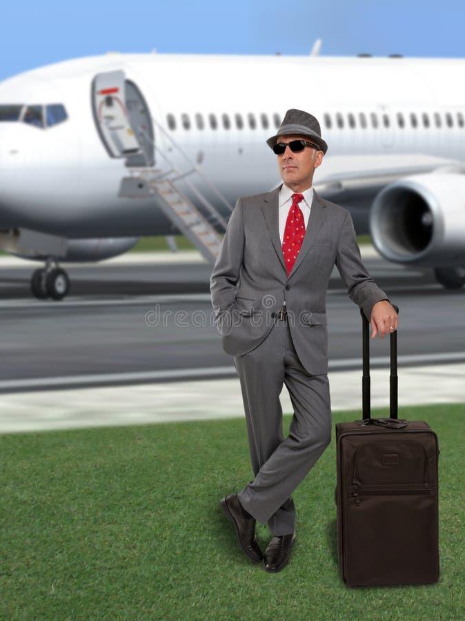 Avion se tenant prêt d'homme d'affaires image stock