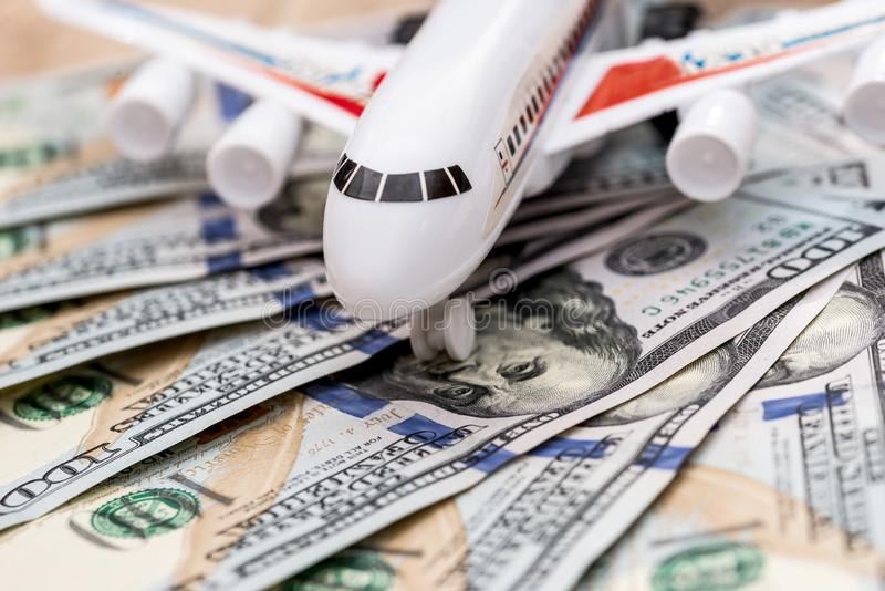 Avion sur des billets d'un dollar photo libre de droits