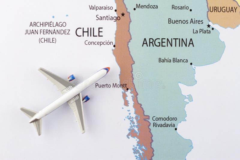 Avion sur la carte photo libre de droits