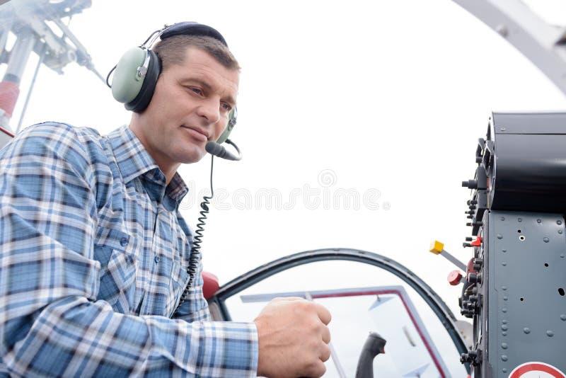 Avion sur le contr?le par radio photographie stock