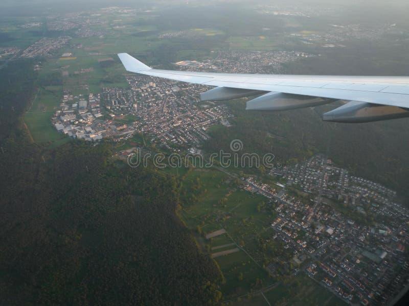 Avion volant au-dessus de Bavière, Allemagne photographie stock