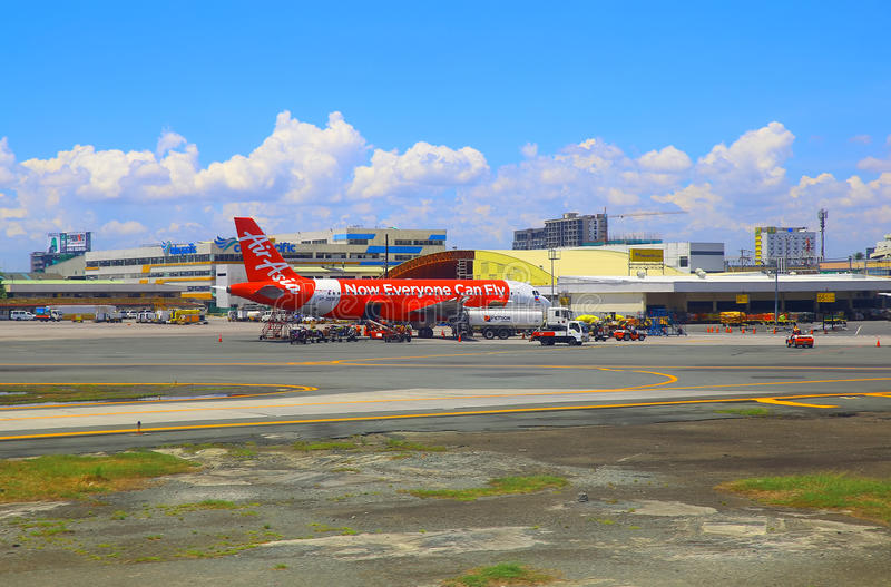 Aviones de Air Asia en el aeropuerto internacional de Manila imágenes de archivo libres de regalías