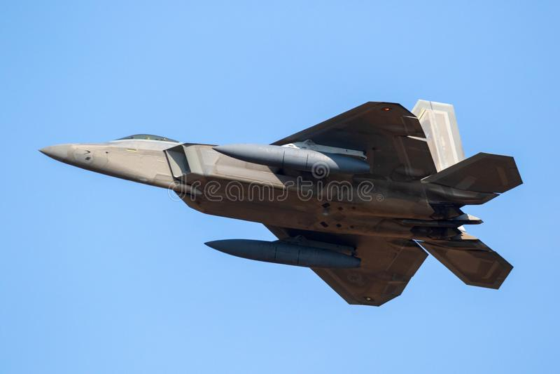 Aviones de avión de combate de la cautela del rapaz de la fuerza aérea de los E.E.U.U.F-22 foto de archivo