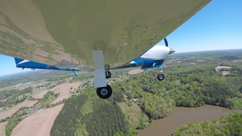Aviones de aviación general en un vuelo normal imágenes de archivo libres de regalías