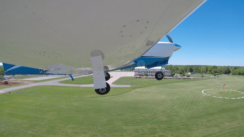 Aviones de aviación general en un vuelo normal fotos de archivo