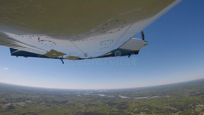 Aviones de aviación general en un vuelo normal imagen de archivo libre de regalías