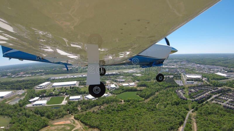 Aviones de aviación general en un vuelo normal fotografía de archivo