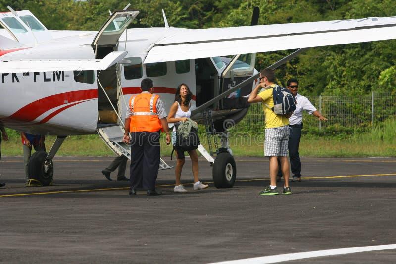 Download Aviones de carta foto editorial. Imagen de d0, aterrizado - 42437301
