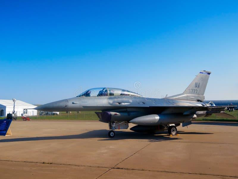 Aviones de combate del halcón que luchan F-16 fotografía de archivo