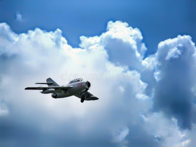 Aviones de combate hist?ricos de PZL Mielec SBLim-2 que se acercan para aterrizar imagenes de archivo
