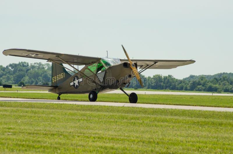 Aviones de Ejército de los EE. UU. del saltamontes L2 imagen de archivo
