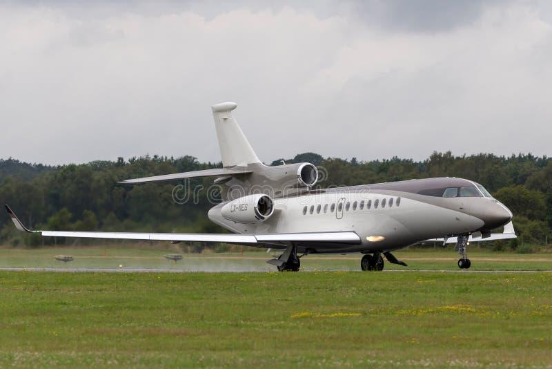 Aviones de jet corporativo de lujo del halcón 7X de Dassault LX-MES imagen de archivo libre de regalías