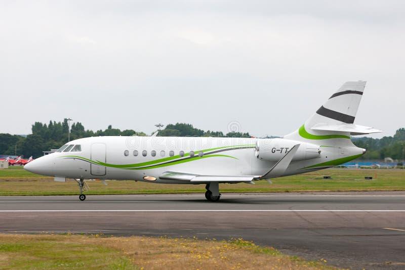 Aviones de jet del negocio del halcón 2000S de Dassault de la aviación de la ETIQUETA G-TTJF fotos de archivo libres de regalías