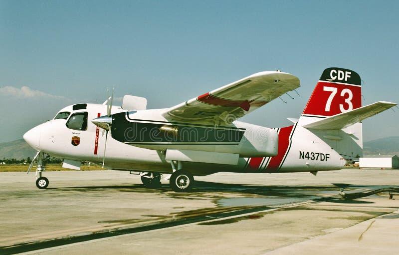 Aviones de la lucha contra el fuego de California del perseguidor de CDF Grumman S-2F3AT Turbo imágenes de archivo libres de regalías
